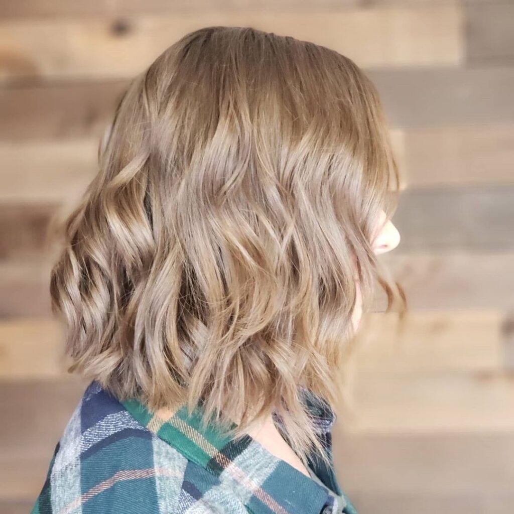 Short Wavy Bob Hairstyle